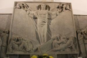 Der dreigeteilte Altar, Mitte